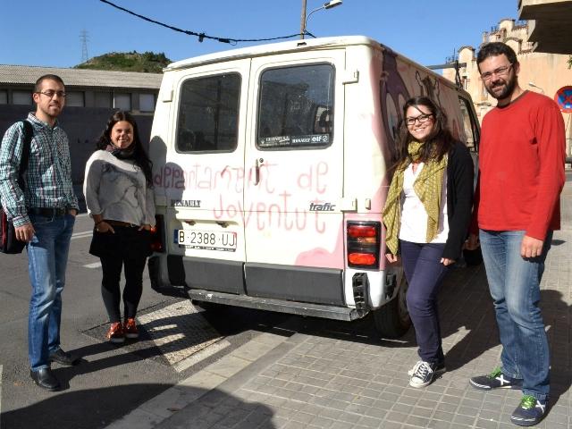 La furgoneta amb personal de departament de joventut