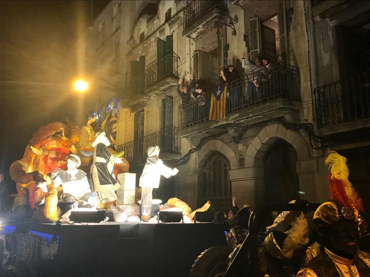 El Rei Blanc, a davant de la comitiva FOTO: PJF