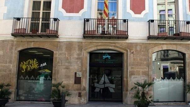 La façana del Consell Comarcal, a la Plaça Sant Miquel
