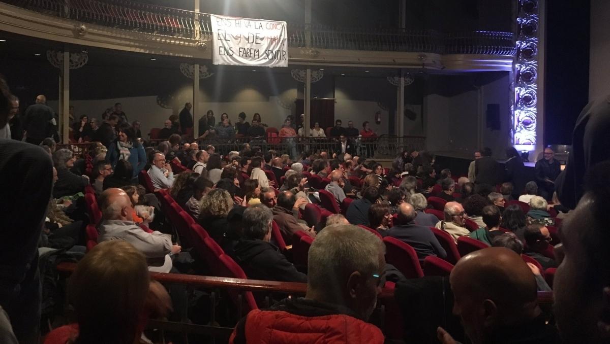 La platea es va omplir amb assistents vinguts de diferents punts FOTO: C. Duran