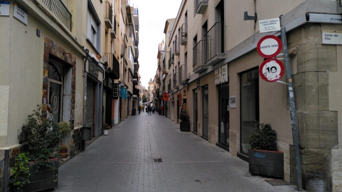 El carrer Sant Magí, zona comercial, buit gairebé