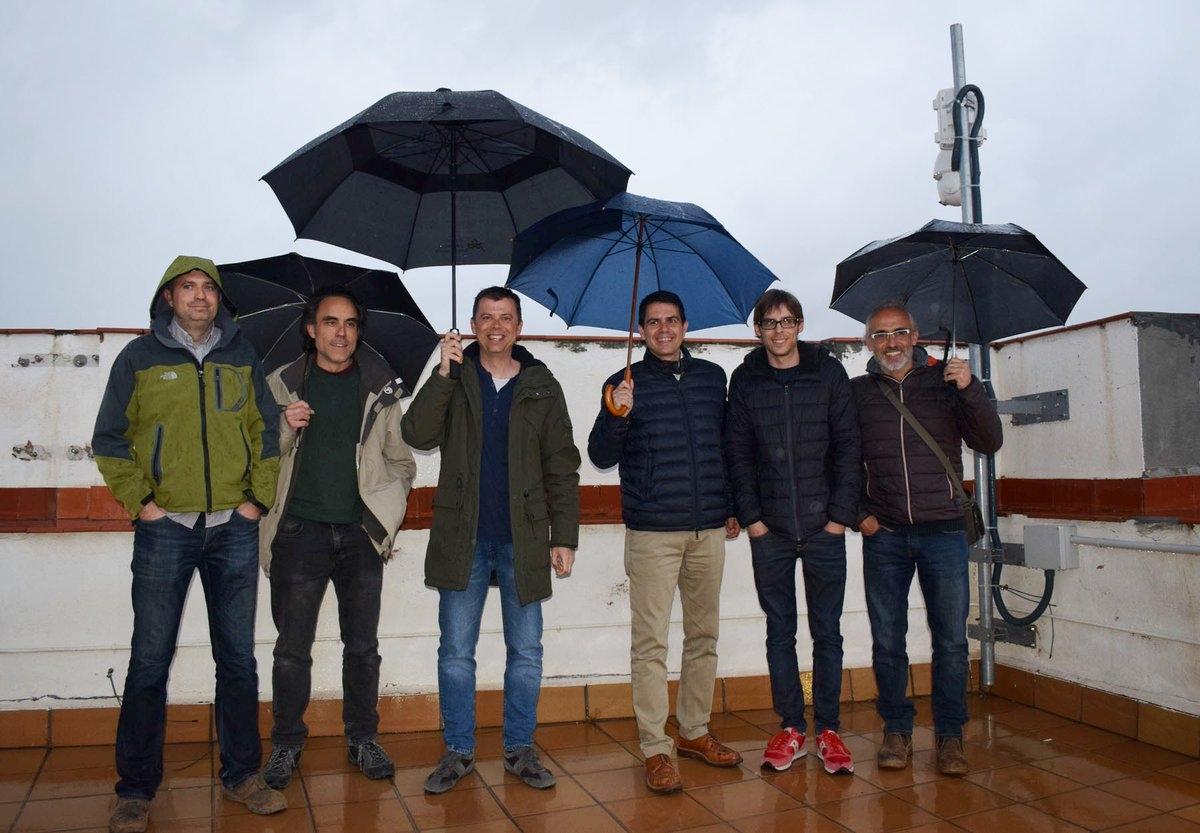 Meteoròlegs i observadors de tota la comarca, amb el batlle i Mauri