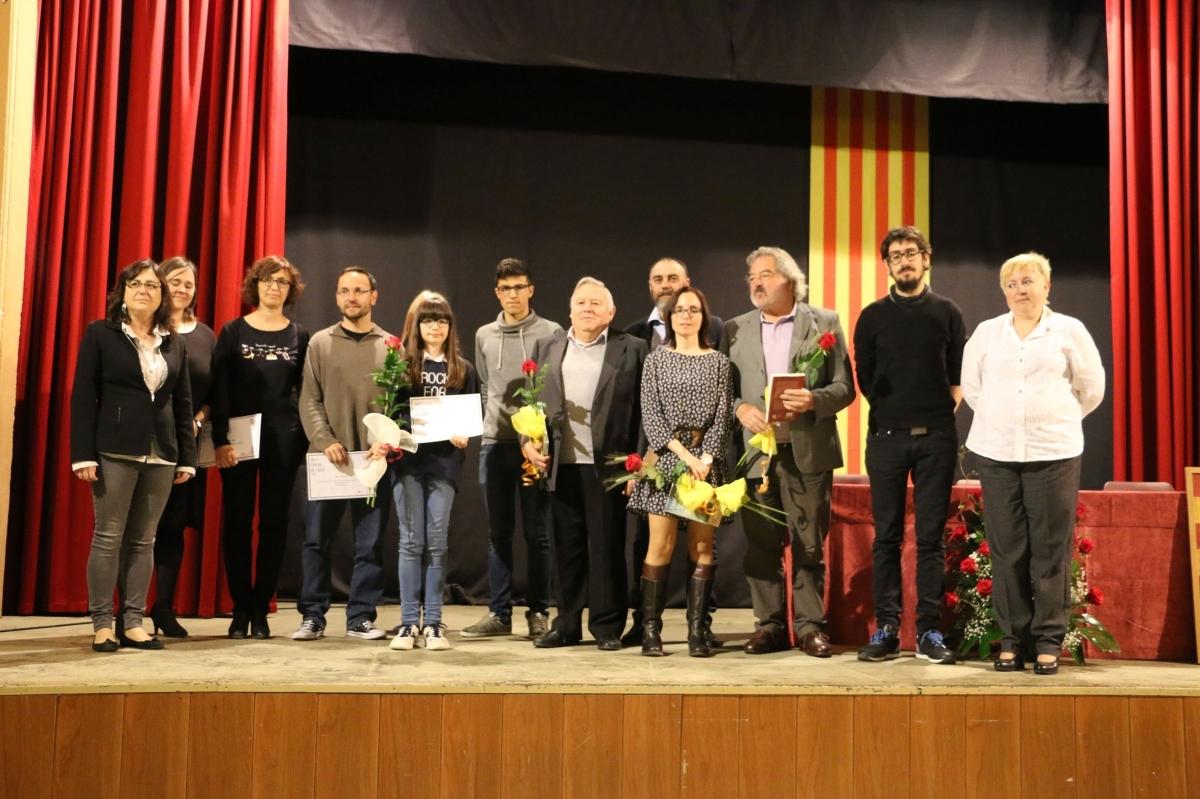 Foto de família dels guanyadors del 2016 amb les autoritats