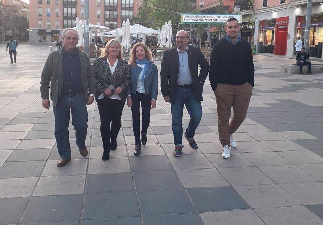 Els primers cinc candidats de la llista, a Cal Font, amb Carmen Manchón segona a l'esquerra