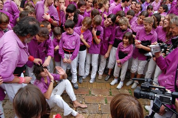 Un jove moixiganguer va haver de complir la promesa de tarllar-se els cabells