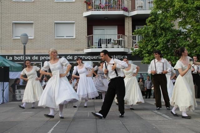 L'Agrupació Folklòrica d'Igualada, en una de les seves danses