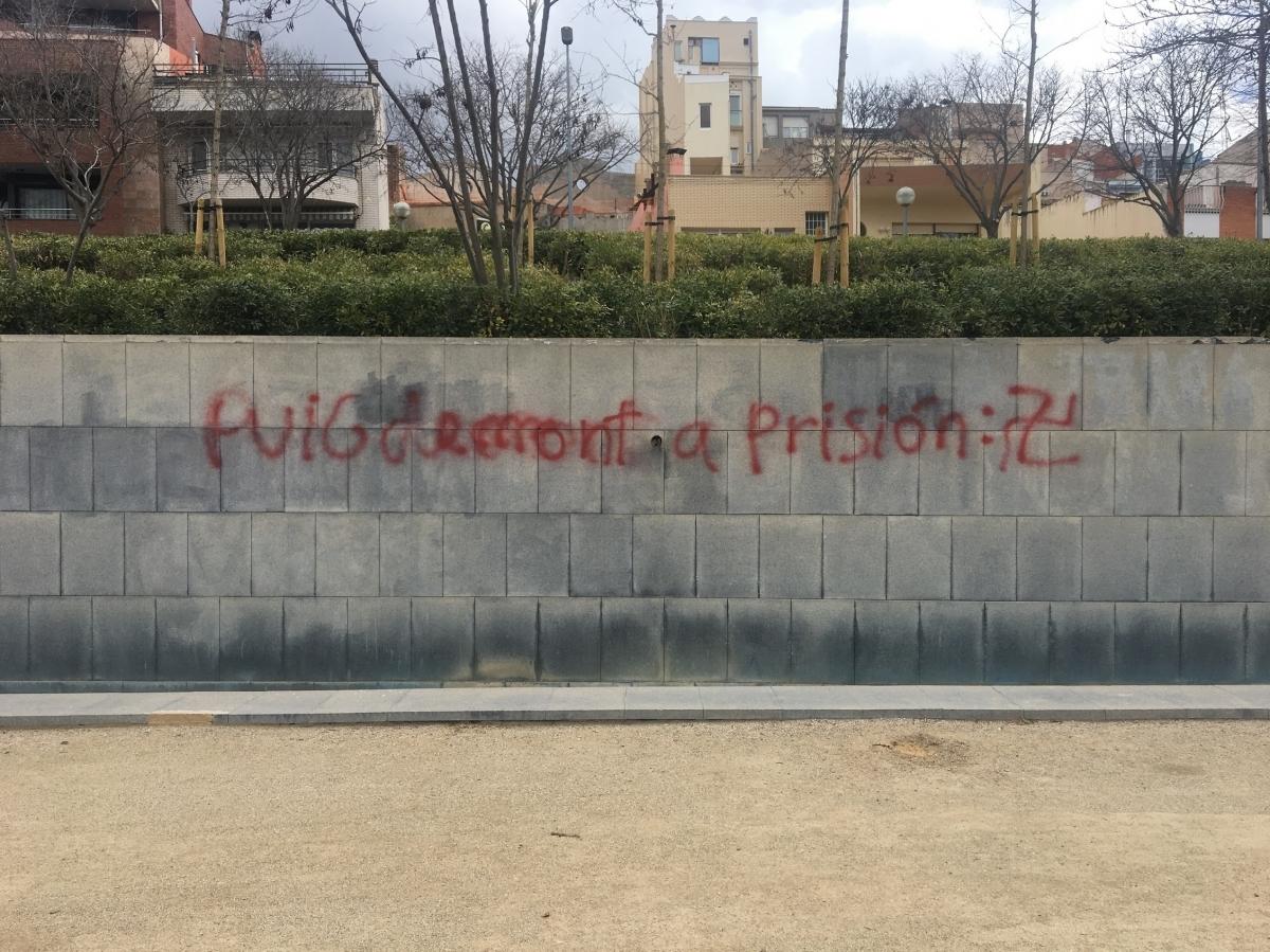 Pintada contra Puigdemont a l'Estació Vella