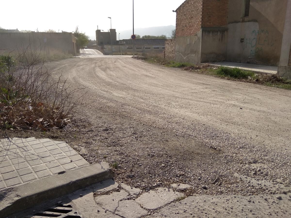 El carrer Joan Miró, en un dels extrems del municipi