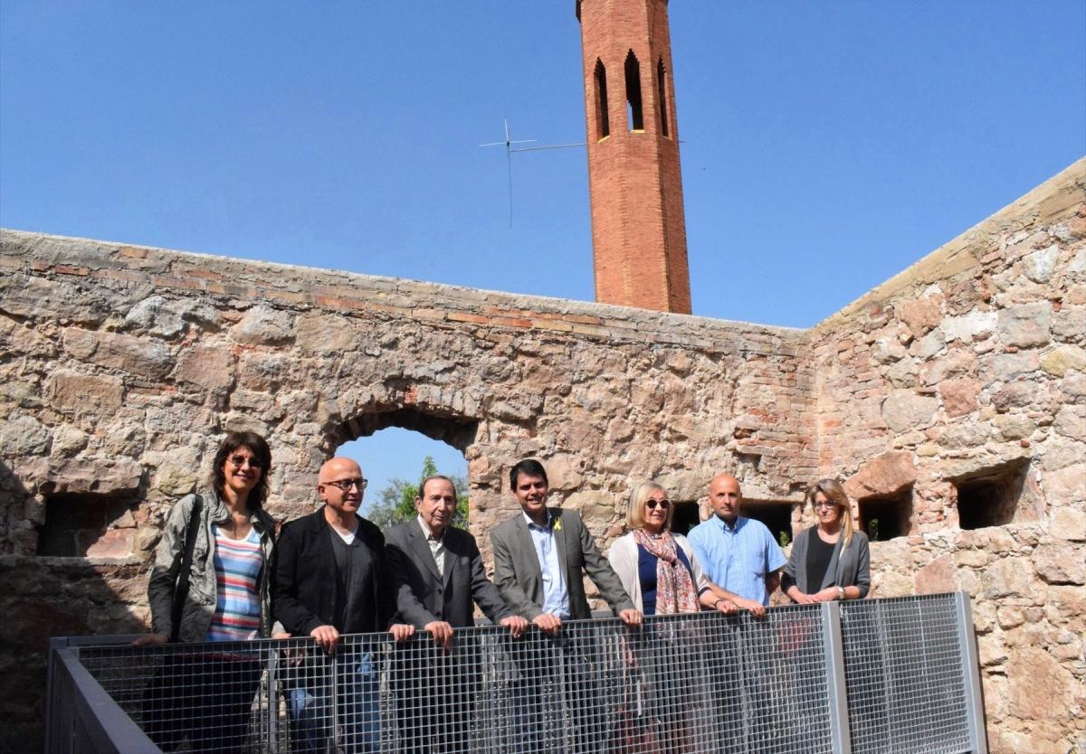 Els representants municipals i de les institucions culturals, a dins de la fortificació