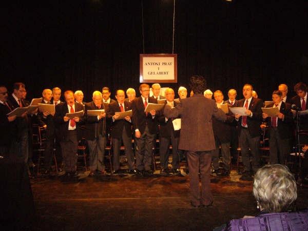 L'Schola Cantorum va amenitzar l'acte