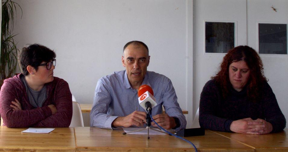 Jordi Badia, amb Alba Rojas (esquerra) i Dolors Pujols