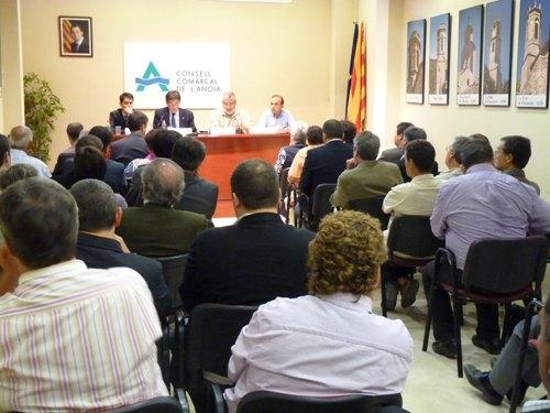 Consell d'Alcaldes a la sala de plens del Consell Comarcal