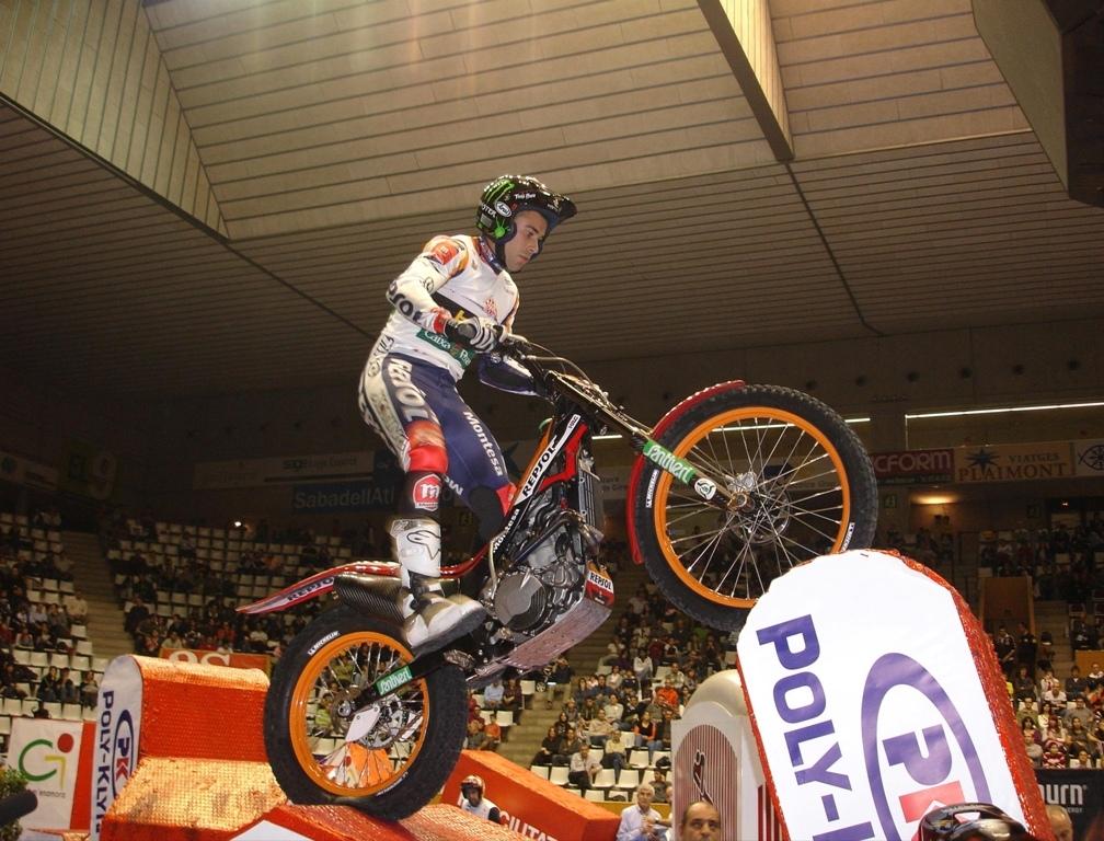 Toni Bou al Trial Indoor Nacional de Girona - foto: © Repsol Media