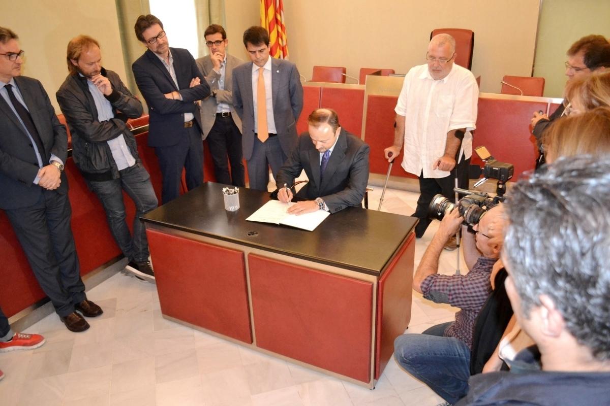 El notari Carlos Calatayud, que va firmar a favor de mantenir l'Oficina