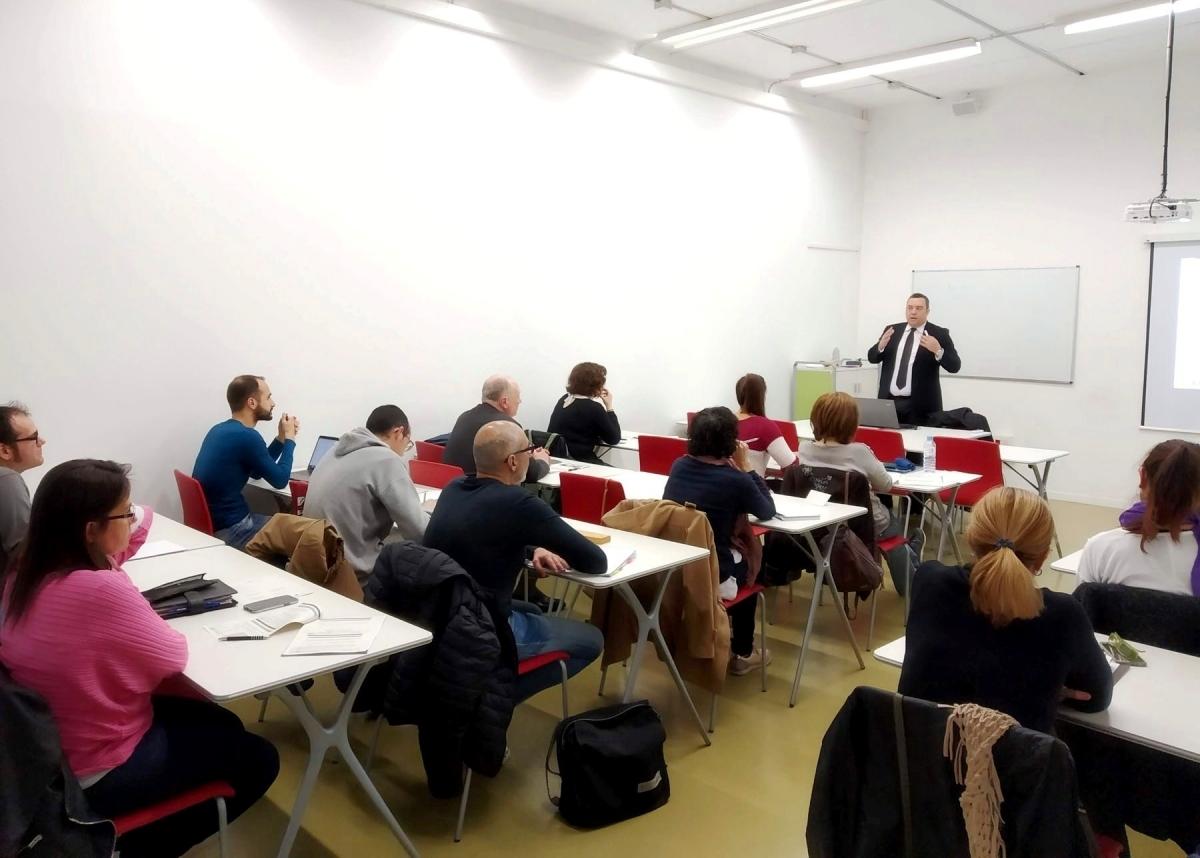 Una de les sessions anteriors de cursos, a Ig-Nova