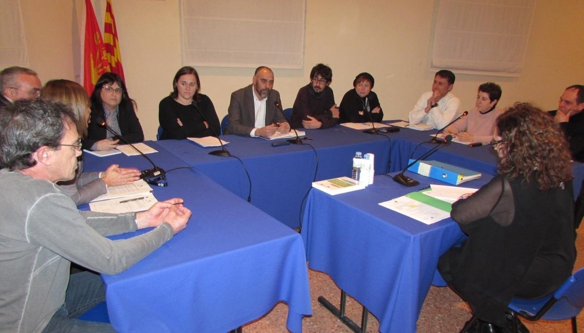 Un dels plens de Calaf d'aquest mandat, amb l'alcalde Jordi Badia al centre de la imatge