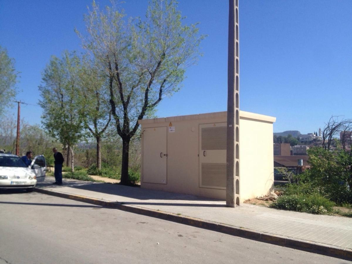 El centre de transformació, construït al carrer doctor Josep Forn