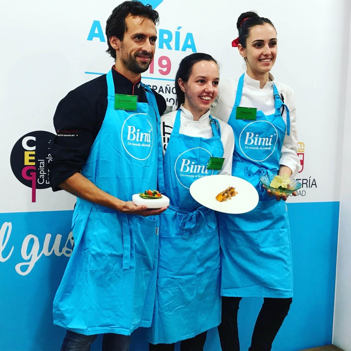 La jove igualadina, al centre, amb els altres dos finalistes