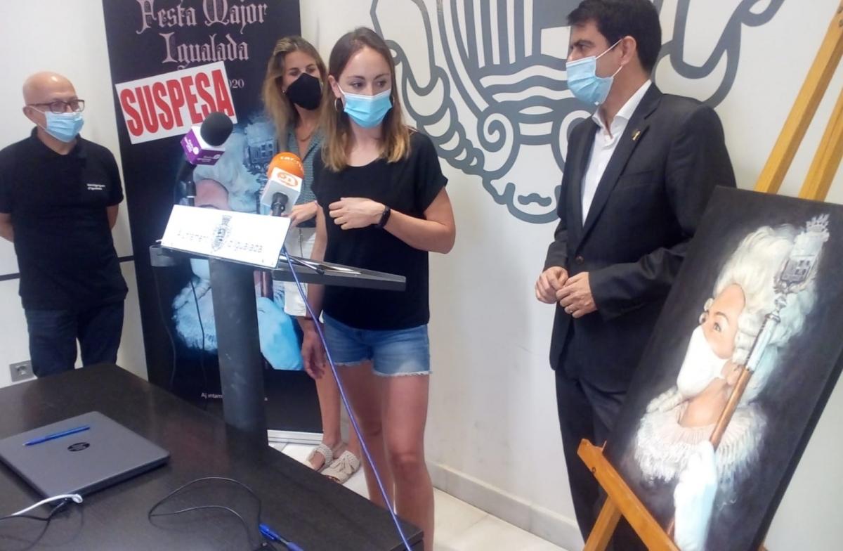 Els regidors i el batlle amb Núria Riba, creadora del cartell