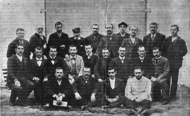 Presos indultats el 1900 | Foto: Suplement de la Revista Blanca, 19-5-1900