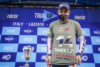 Bou, lluint una samarreta on remarca la seva gesta: 14 Mundials a l'aire lliure FOTO: Repsol Honda