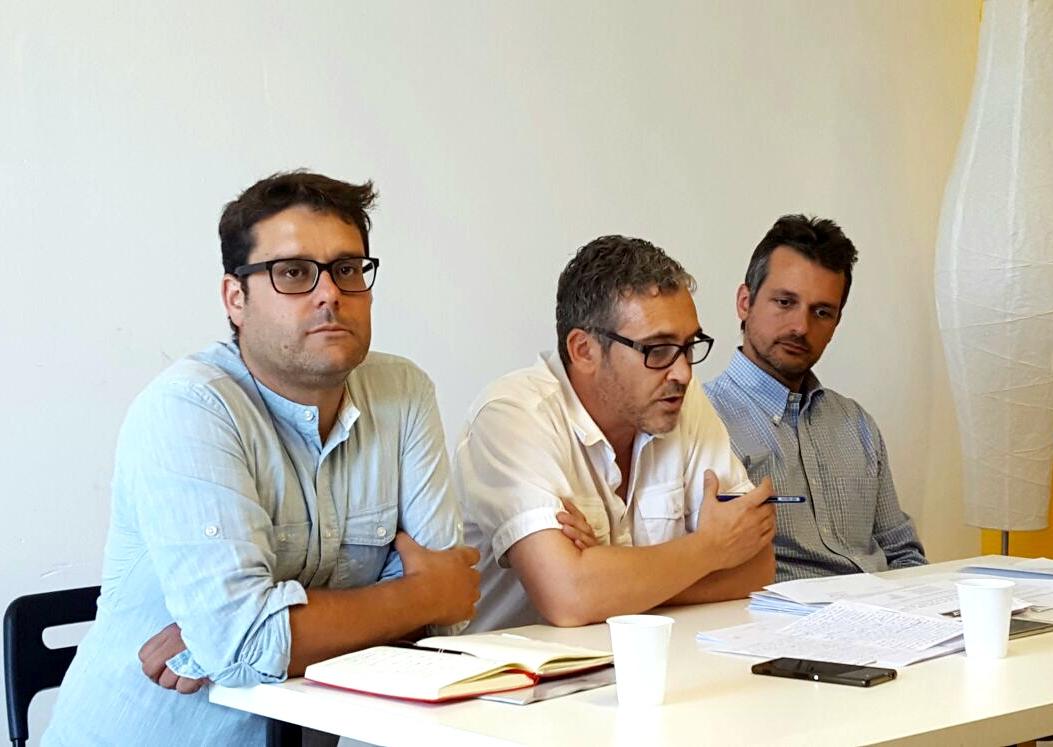 Els tres regidors de l'oposició masquefina: Gutiérrez, Pérez i Satorres