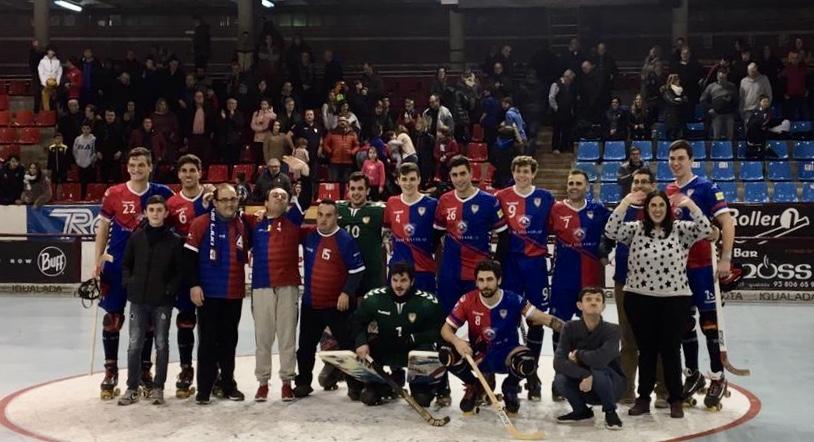 El primer equip amb els jugadors de l'equip d'hoquei adaptat (Foto R. Català)