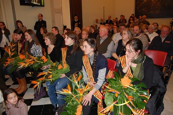 Molta gent va seguir l'acte a la sala de plens, una imatge poc habitual