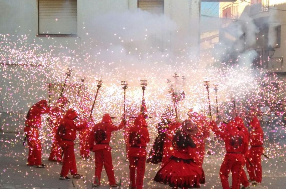 Els diables van ser els encarregats d'encetar les festes llacunenques.
