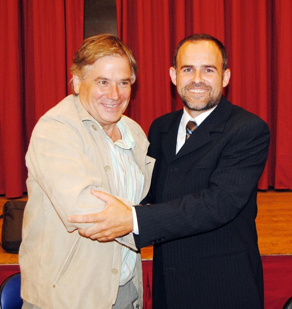 L'alcalde sortint Romà Casanovas i el nou batlle Raül Parramon
