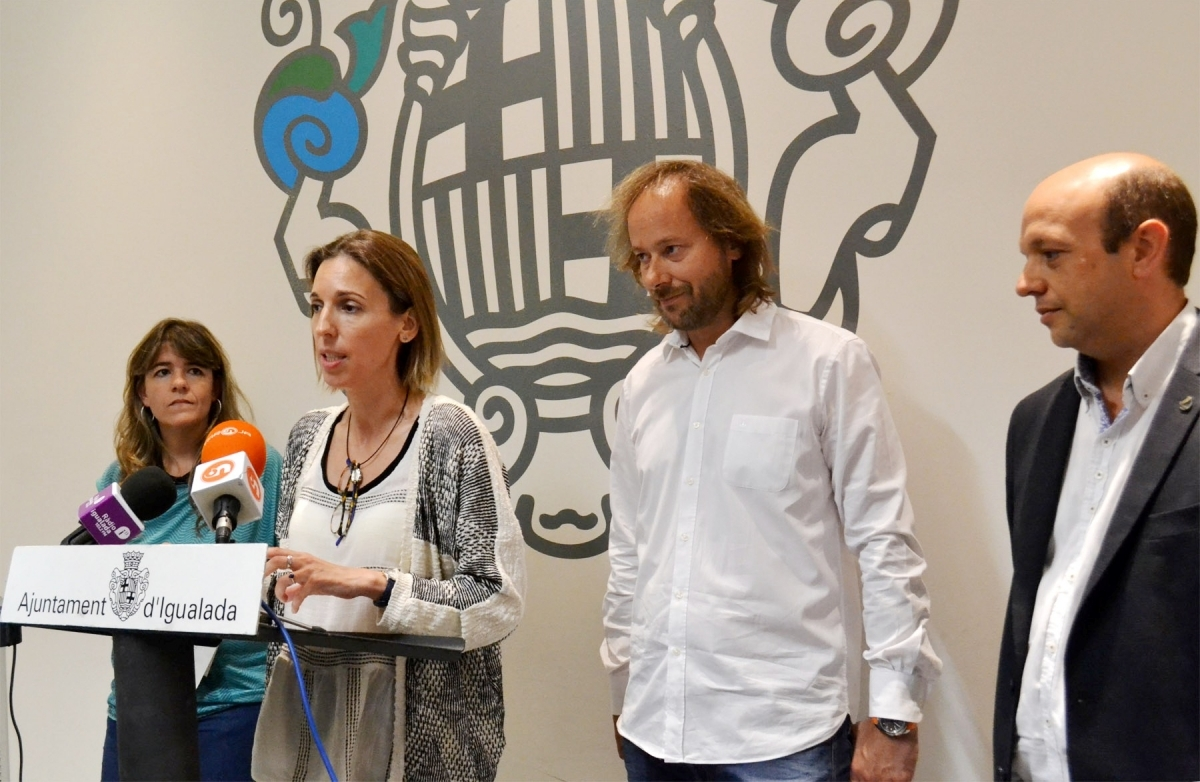 La regidora Chacón, amb Xavier Badia, Joan Mateu i Judit Bonet