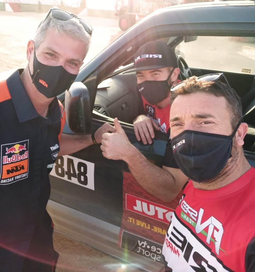 Arnau Mateu, al cotxe, amb l'igualadí Jordi Viladoms a l'esquerra