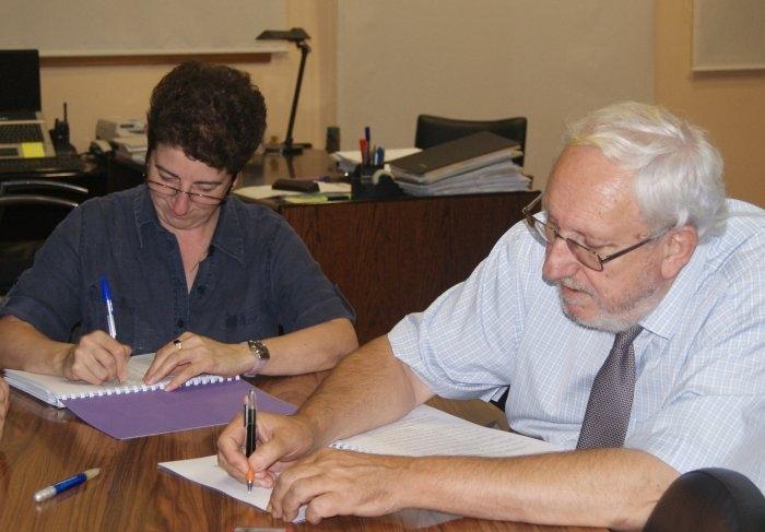 Trullàs i l'ex secretari, en la firma d'un conveni