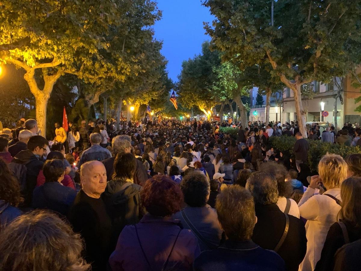 El centre del Passeig, ple de gom a gom