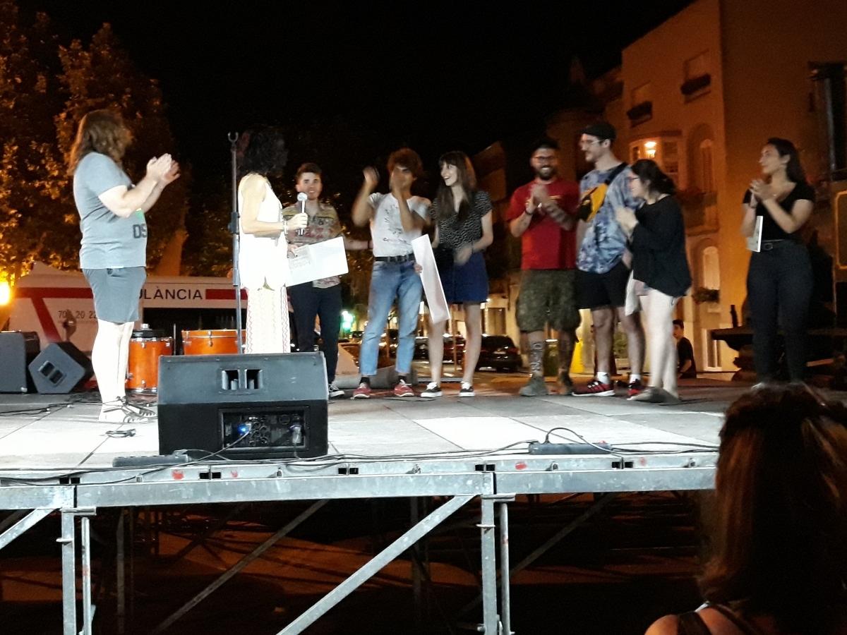 El moment del lliurament de premis, amb la regidora Marisa Vila