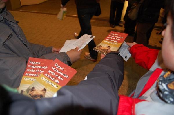 Ràngers i guies de l'AE Torxa han explicat la campanya amb fulletons