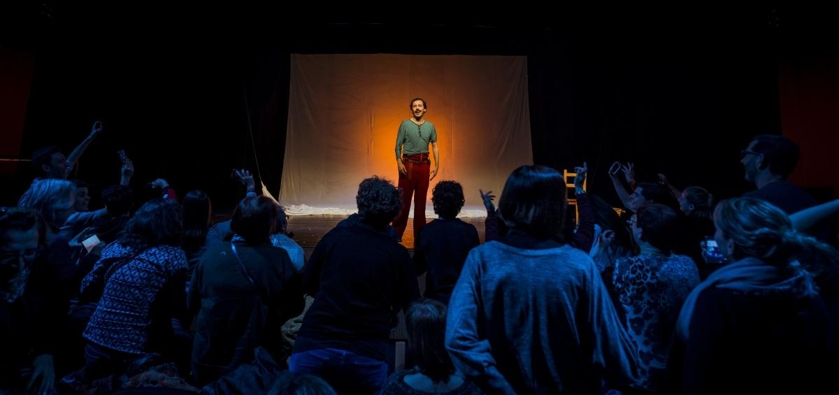 Albà, davant el públic, en una de les seves actuacions FOTO: David Ruano