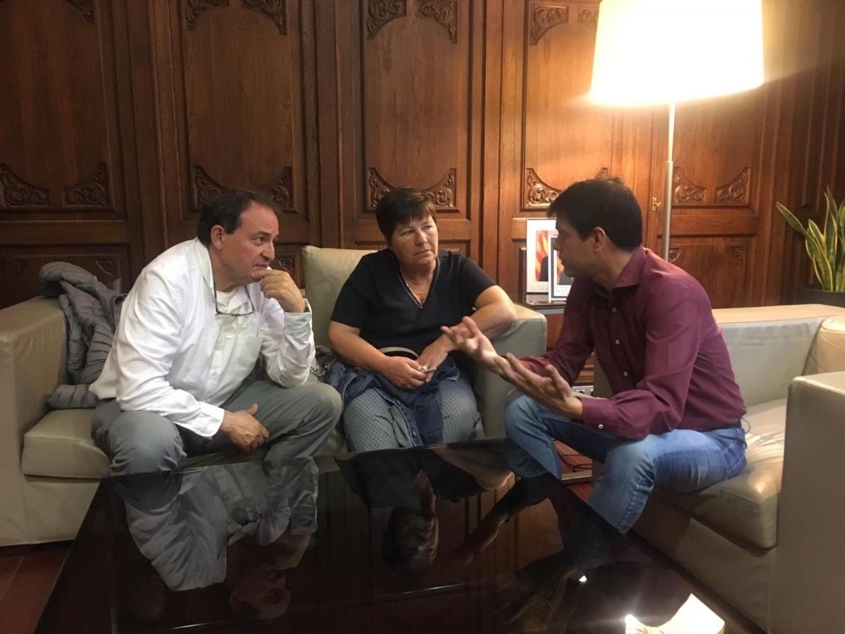 L'alcalde Marc Castells, amb Teresa Maria Jorba i Miquel Canet d'Àuria Cooperativa
