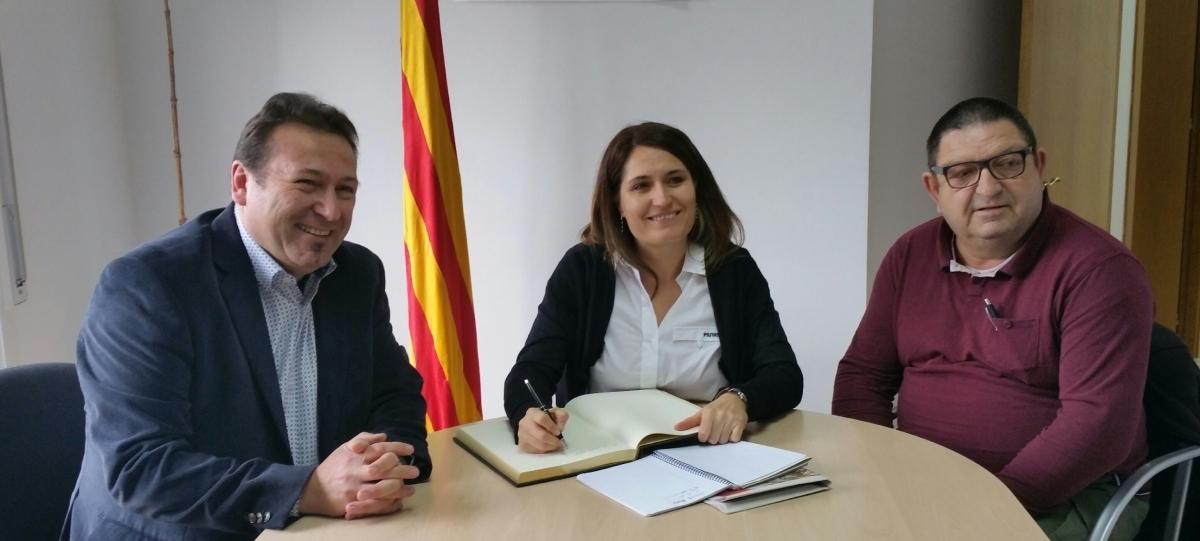 La delegada, reunida amb Salustià Monteagudo (dreta), batlle de Cabrera