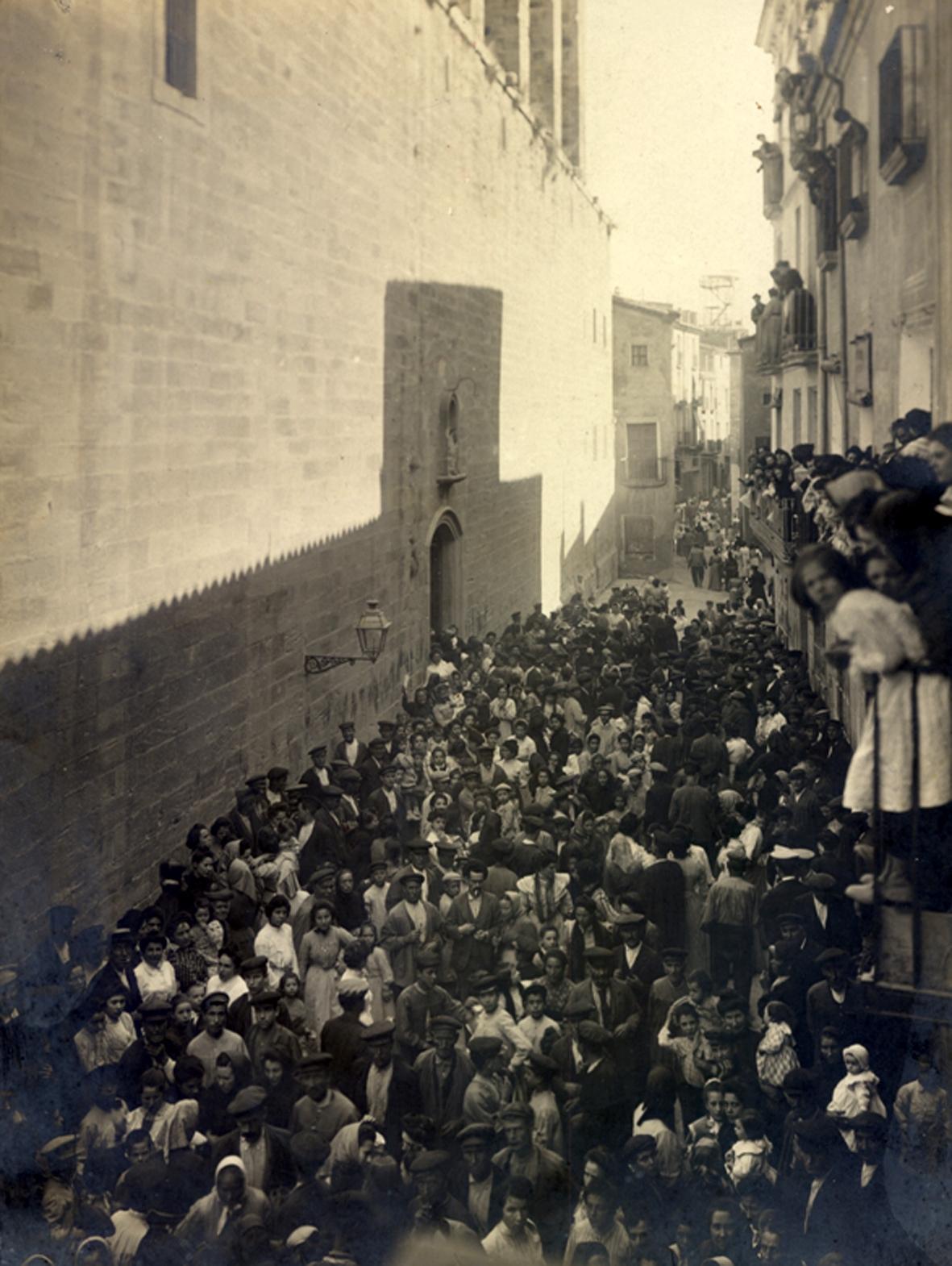 La porta lateral de Santa Maria, l'any 1904