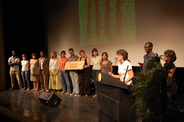 Atlas, rebent el premi col·lectiu al Compromís Cultural