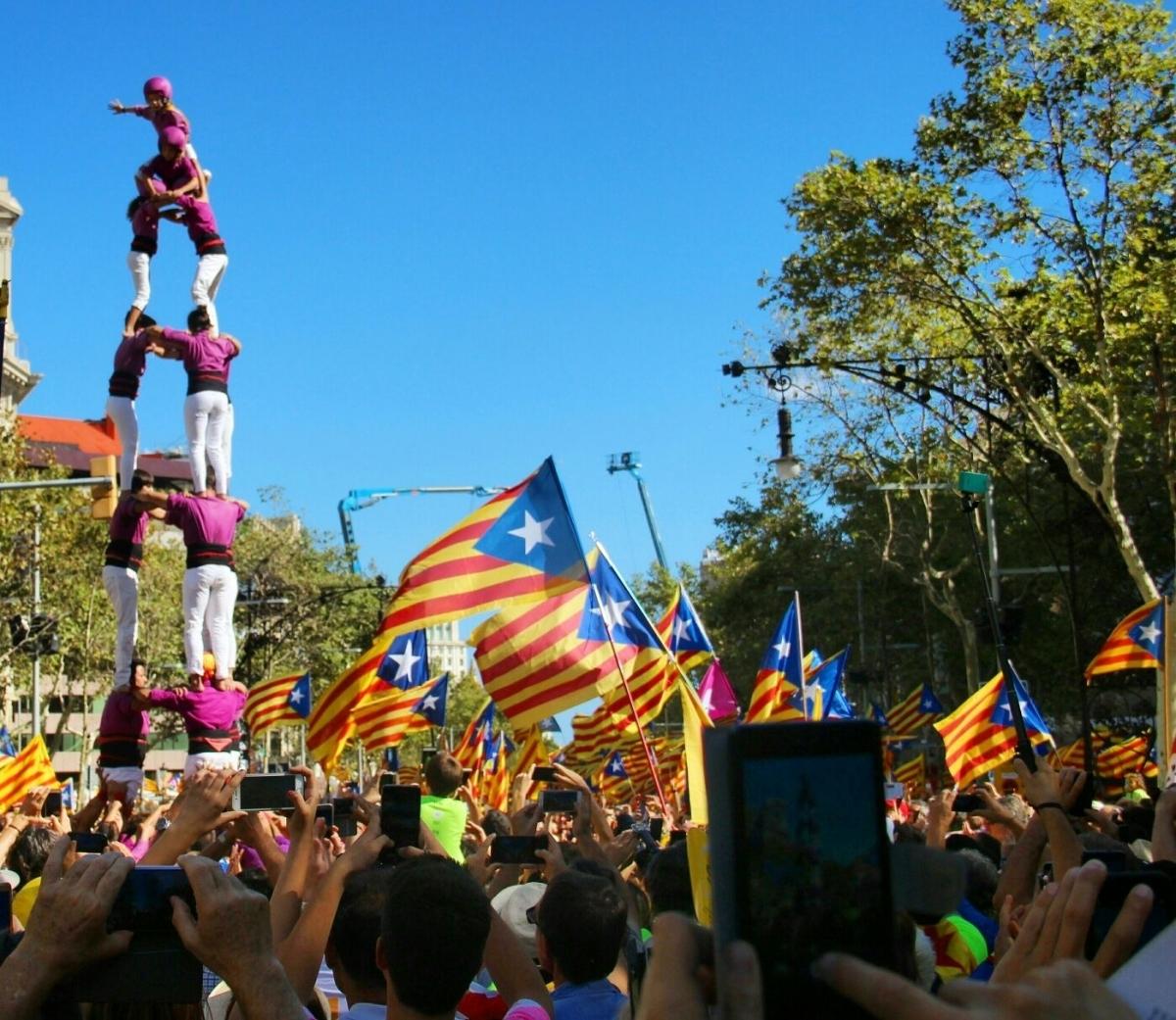 Els Moixiganguers van actuar a Barcelona, amb una construcció, al tram anoienc fa un any