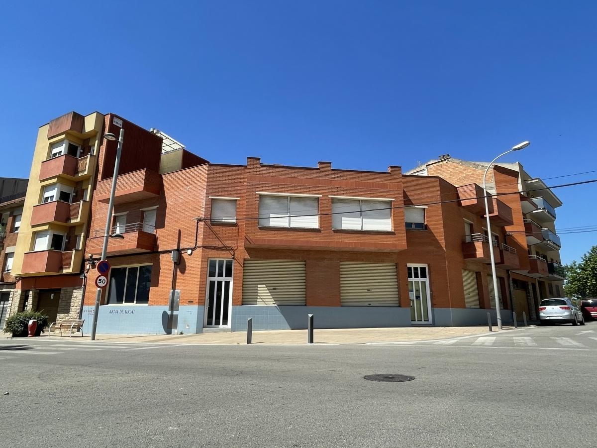 L'edifici, al carrer Comarca