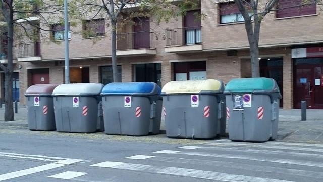 Un grup de contenidors a l'Av. Barcelona FOTO: Ràdio Igualada