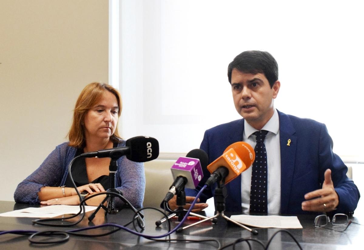 Montserrat Duch i Marc Castells, davant la premsa