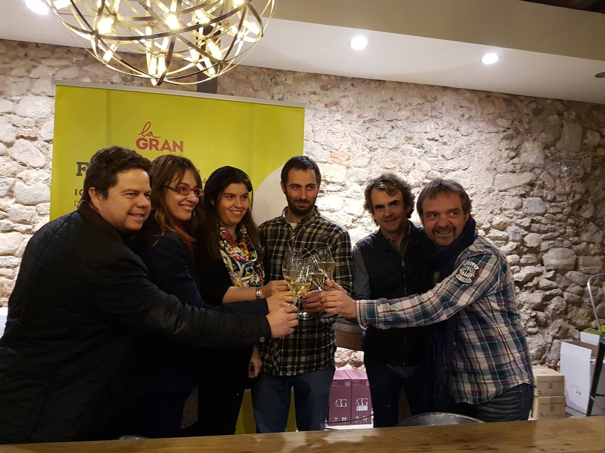 Xavier Figueres, a l'esquerra, i Laura Llucià, centre, en un acte de l'entitat