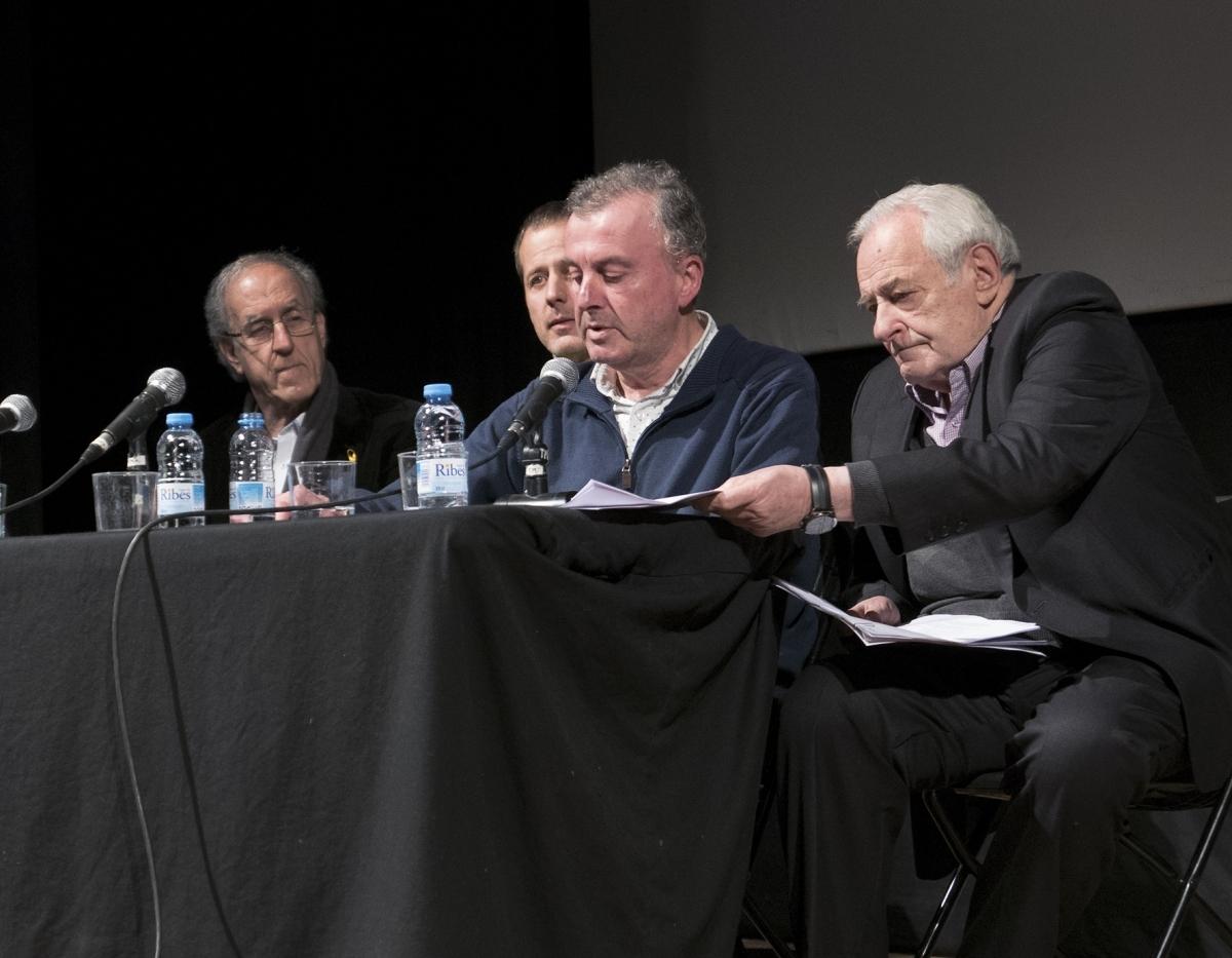 Òscar Jorba, en la seva intervenció, acompanyat dels altres ponents
