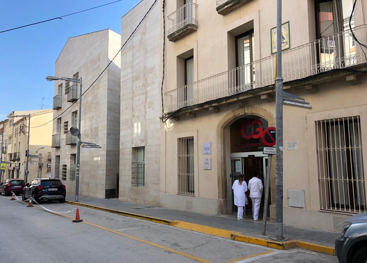 Dues sanitàries,a l'entrada de la residència capelladina FOTO: ACN