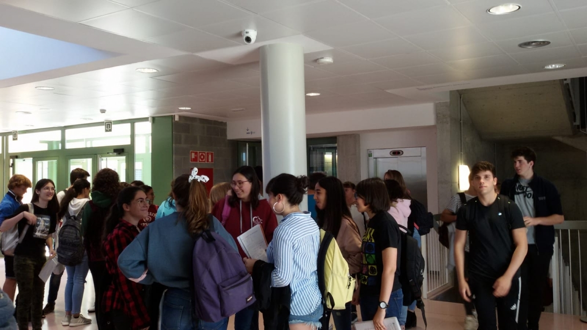 Els examinands, al Campus Universitari