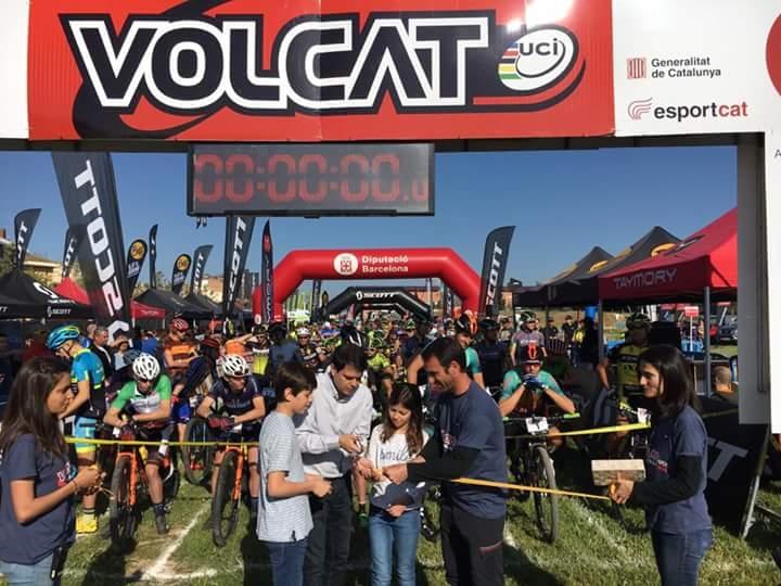 L'alcalde d'Igualada Marc Castells i Albert Balcells, organitzador de la prova, inaugurant la VolCAT